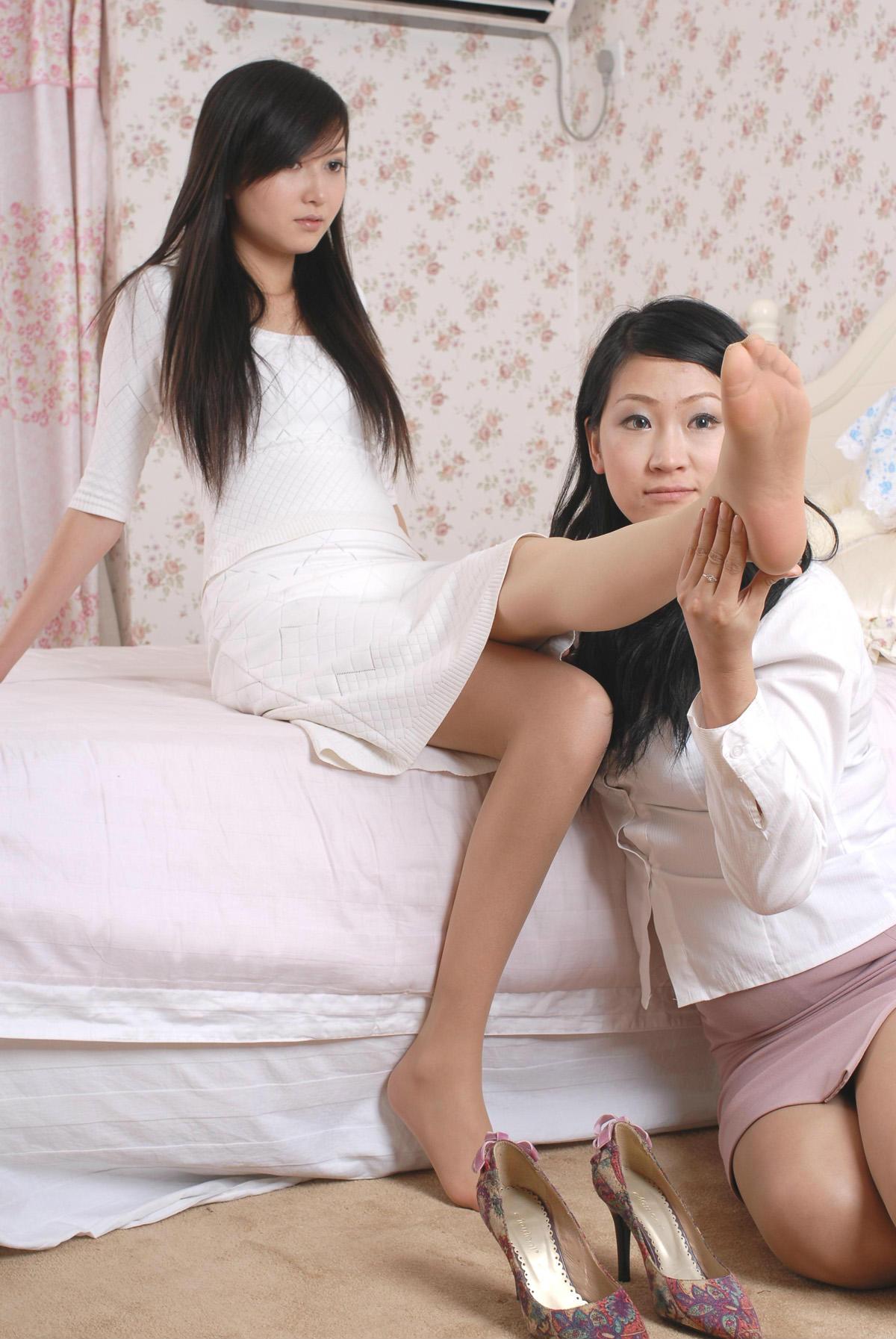 四条丝腿超级震撼 我很爱美女