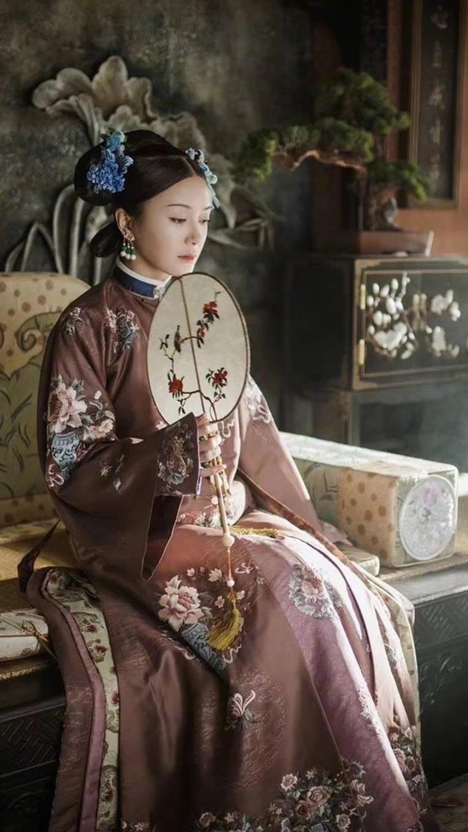 2001年,秦岚因进入个人首部电视剧《大唐情史》正式出演演艺圈.李佳航最好看的电视剧图片