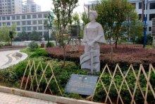 湖南双峰县女杰广场秋瑾雕像