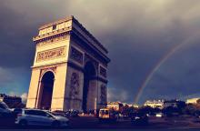 雨后彩虹和巴黎凯旋门