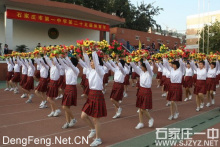 石家庄一中第25届体育节开幕式,方格裙子