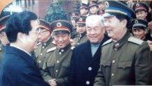 1998年1月胡锦涛主席与黄恒美亲切握手
