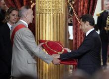 现任法国总统接受大师勋章