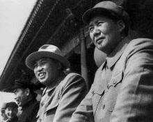 1954年和金日成在国庆典礼上(右)