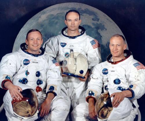 阿波罗11号成员合影,左一为阿姆斯特朗