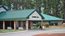 学校设施完备,除了主体教学楼外,还配有图书馆,科学实验室,电脑中心图片