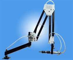 气动浮动攻丝机的气动马达配上机械式手臂,最大工作半径可以达到图片