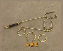 气压焊轨机使用氧—乙炔焰加热,应用塑性气压焊接原理,采用三段压力图片