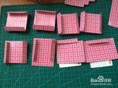 扑克牌制作的笔筒和收纳小盒子图片
