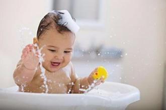 婴儿洗澡店