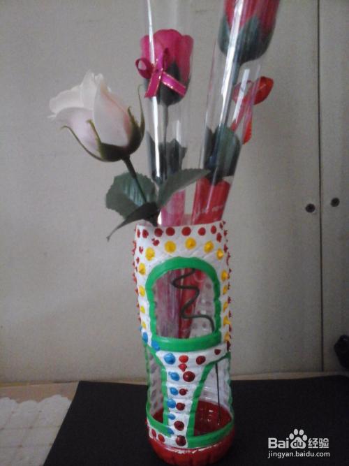 就这样,我的矿泉水瓶花瓶手工制作就完成了.图片