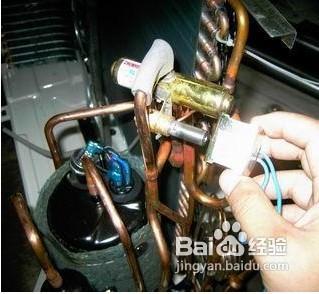 7 7,室外机与室内机之间的铜管过长 8 8,压缩机或四通阀串气 9 9,空调图片
