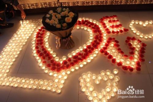 场景:在家里用蜡烛,闪灯图片