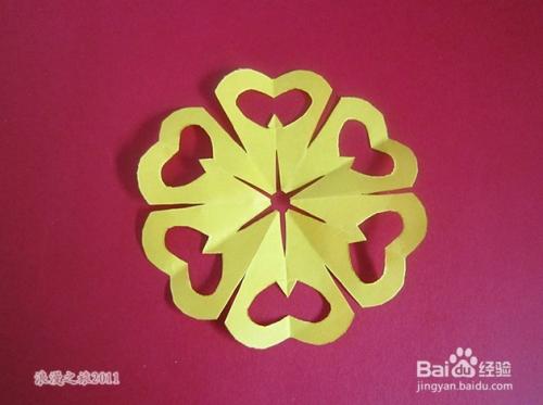 儿童趣味手工剪纸---六折窗花折剪方法一图片