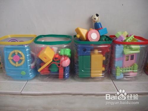 怎样把塑料瓶改造成玩具收纳盒图片