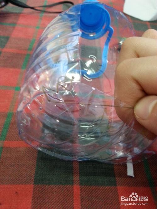 旧物改造——矿泉水瓶改造隐形收纳盒图片