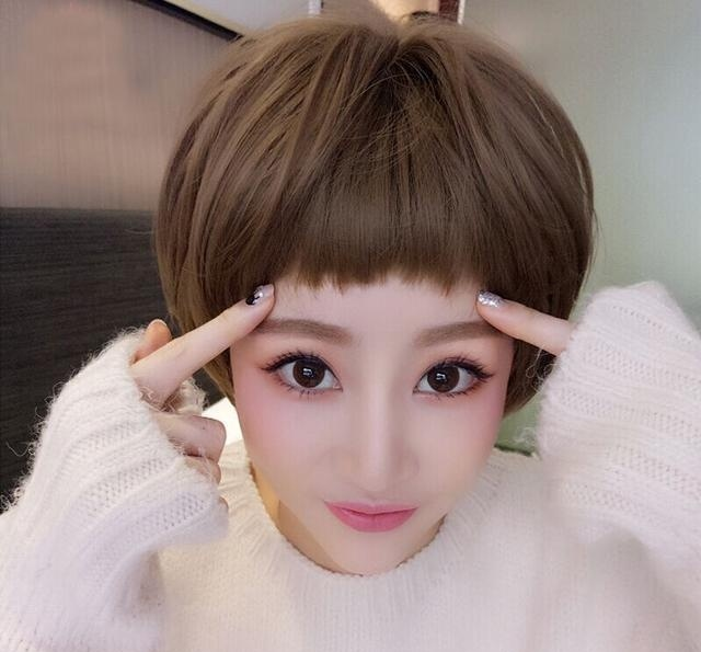 2017人气值满分的圆脸女生发型,告别了空气刘海,五官更立体图片