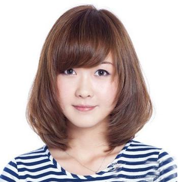 最新女生中发短发发型 减龄瘦脸甜美翻倍图片