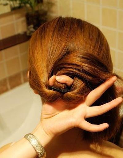 教你最简单实用的盘发教程 打造清新亮丽的女生长发发型图片