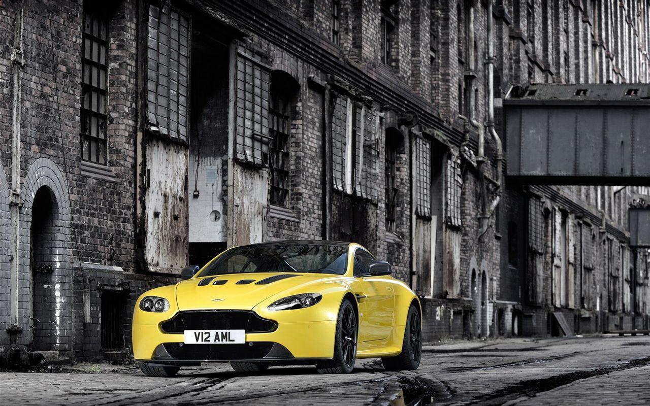 2014阿斯顿 马丁桌面壁纸之豪华跑车,黄色的车身,豪华的设高清图片