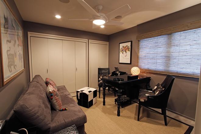 现代风格三室一厅时尚家居书房书柜书桌椅子沙发装修效果图 高清图片