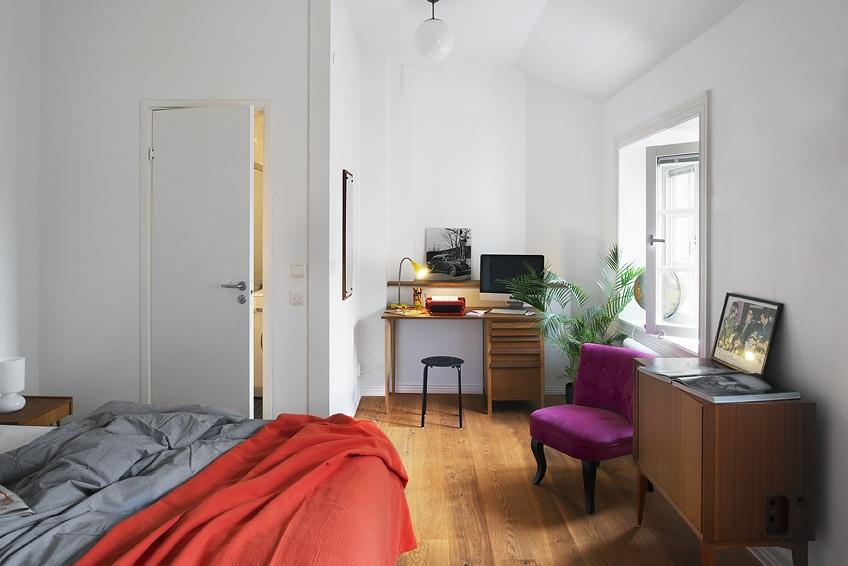 2013简约卧室兼书房装修效果图欣赏 高清图片