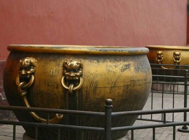 故宫有些大缸内的水为什么600年来不结冰?