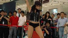 上海车展车模激情热辣舞蹈秀 看了直流口水