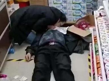 来不及多想!8旬老人超市突然晕倒