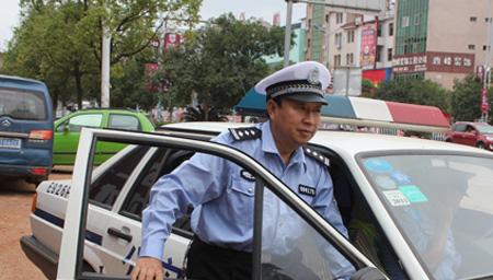 西藏身边的感动 民警边巴身患尿毒症坚持工作