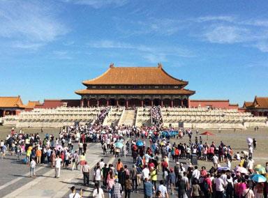 游客广播找人导游在故宫走丢了