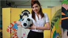 日本女优足球情缘 宅男女神泷泽萝拉情定足球