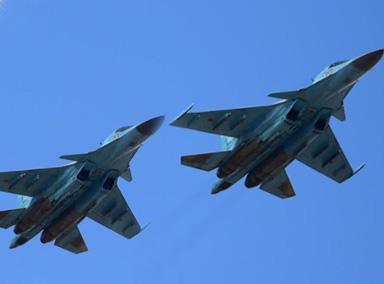 俄两架苏-34战机在日本海上空相撞