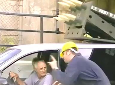 恶搞:禁止防空导弹区,车司机被整蛊了