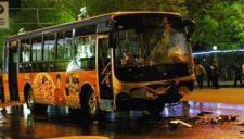 男子劫持公交连撞20车 被警方开枪击伤后抓获