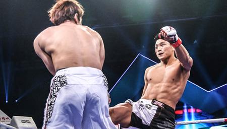 日本拳手被中国拳手打惨不认输 吓得日本教练扔毛巾