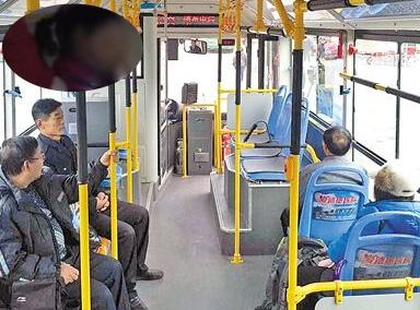 男子公交未让座遭2大妈轮番怒骂