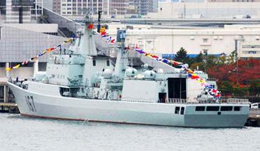 解放军055驱逐舰下水如同下饺子