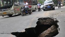 郑州一路段遭遇塌陷 曾有路连塌18次