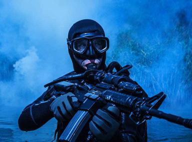 央视曝光特种兵潜水后跪地射击画面