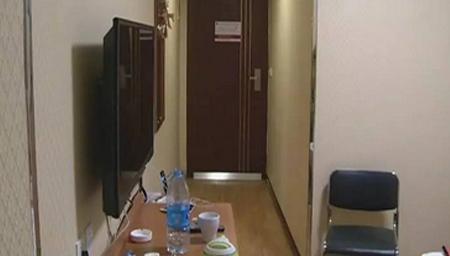 济南:女子酒店洗澡 房门突然被打开