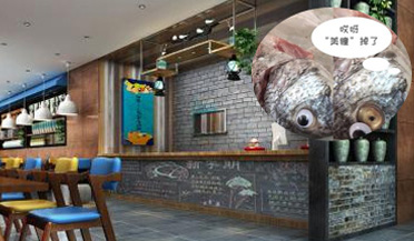 店家往鱼眼上贴眼珠贴片冒充鲜鱼