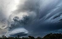 摄影师拍到罕见积雨云