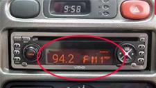 黑车用收音机冒充计价器 显示FM94.2收费95元