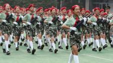 杭州一小学开学重温抗战历史 70位小军人走正步