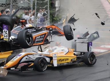 澳门F3赛道17岁女车手赛车失控飞出