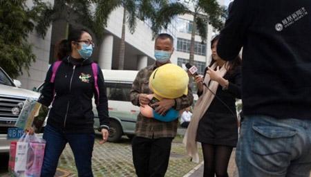 """罗尔回应""""为何不卖房救女 深圳的房子以后要留给儿子"""