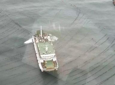 烟台一客船突遇强风 284人困海面