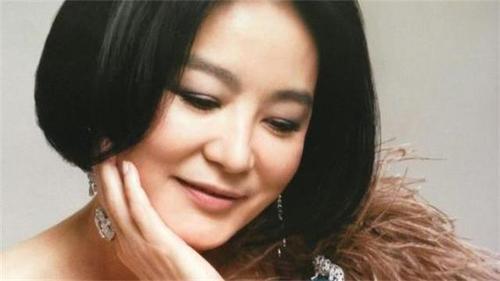 林青霞离婚了踢开花心老公,拿17亿分手费走人