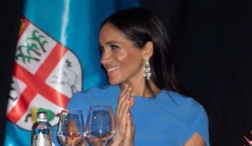 梅根首次海外出访险失礼,多亏了查尔斯王子,劝她别戴王冠太奢侈